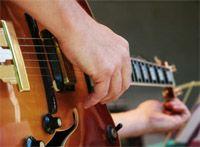 Pro Guitare est excellent pour apprendre la guitare. Nous offrons des cours de guitare ainsi que des tablature, partition et accords de guitare. Accordeur guitare en ligne. Parfait pour guitare electrique, acoustique ou classique.