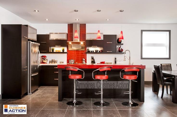 """Magnifique cuisine en Wenge couleur Espresso avec un comptoir de quartz de 4"""" """"Passion rouge"""" ..."""
