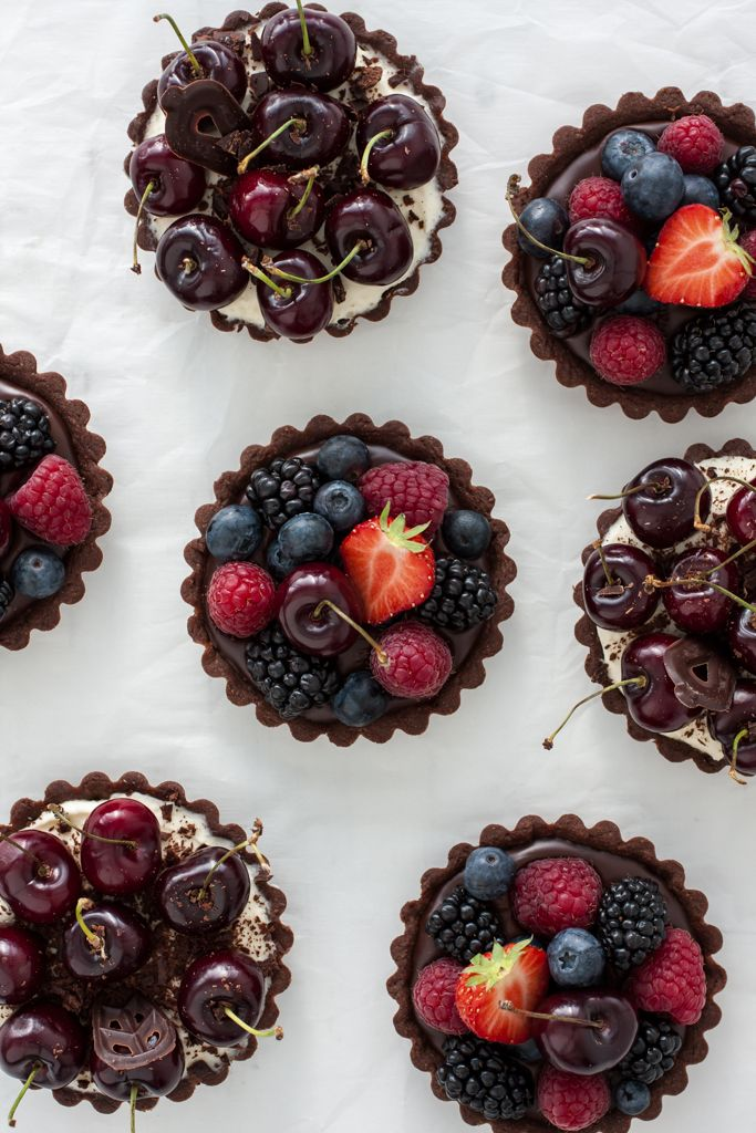For bakers and desserts' lovers: CHERRY MASCARPONE AND CHOCOLATE BERRY MINI TARTS