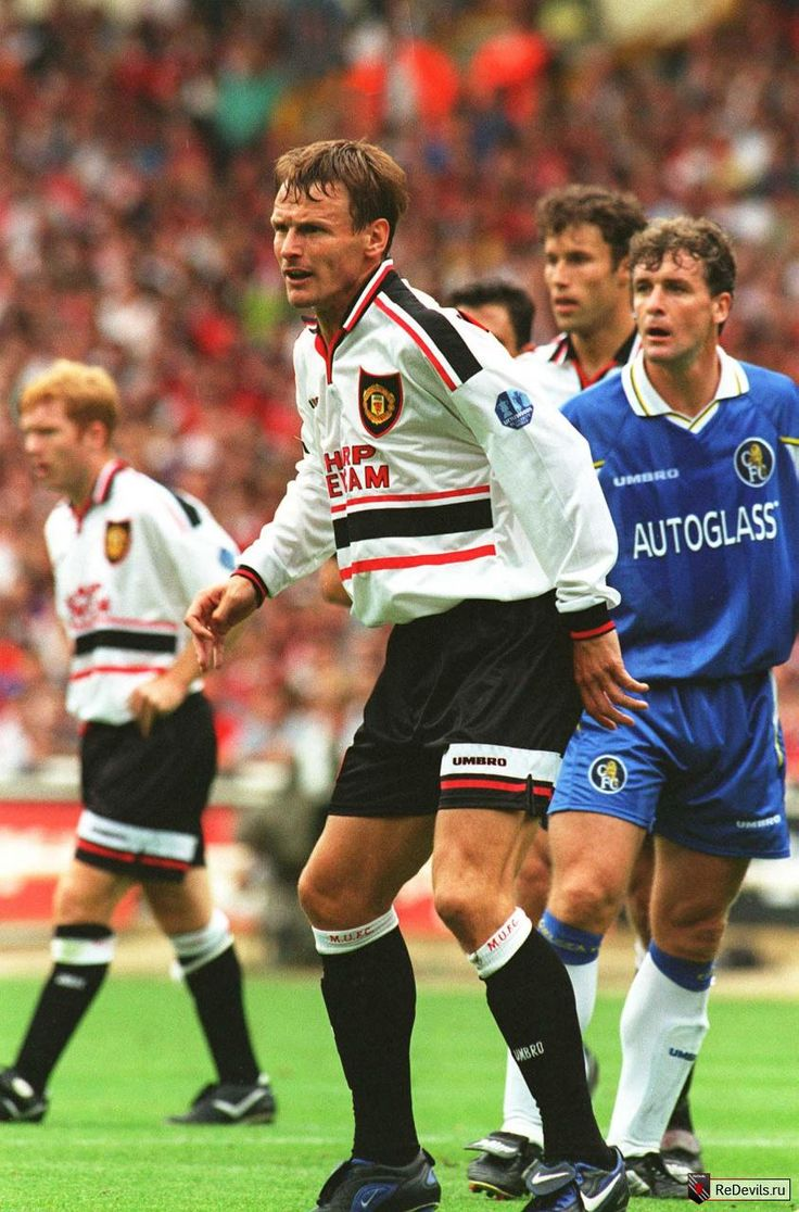 Aug. 3rd. 1997: Teddy Sheringham makes his debut for United in the Charity Shield game against Chelsea.