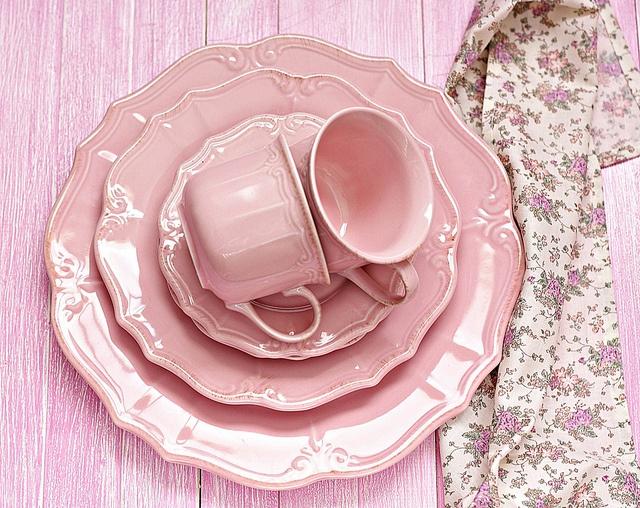 Vajilla rosa vajillas platos y chicle for Vajilla rosa