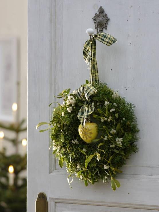 Wisząca dekoracja na drzwi - Jemioła - pomysły na stroiki i świąteczne dekoracje
