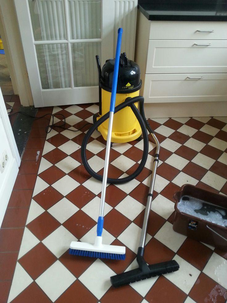 Tail floor scrubbing