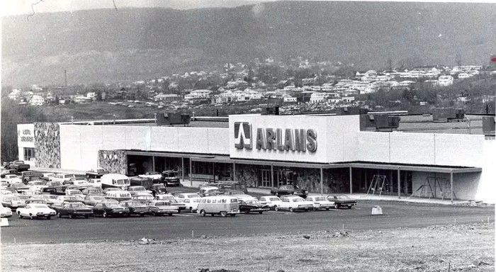 Arlans was a department store chain that started in New Bedford, Massachusetts in 1945.