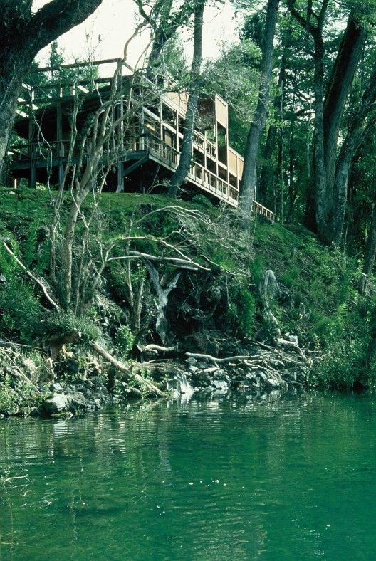 Casa Lago Pirihueico by Elton+Leniz Arquitectos (Región de Los Ríos, Chile) #architecture