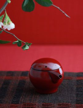 Japanese lacquered cruet for soy sauce by Kunikatsu Seto