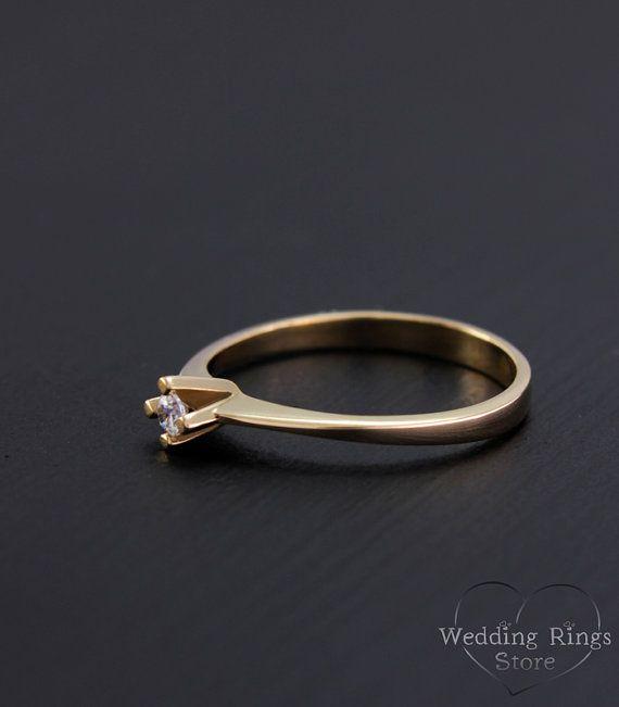 Kleine verlovingsring vrouwen sierlijke ring door WeddingRingsStore