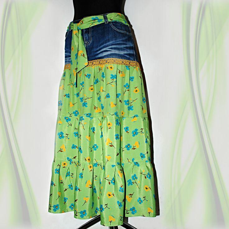 SUKNĚ ZELENÁ KVĚTINOVÁ DŽÍNOVKA XL -XXL VINTAGE KANÝROVÁ VZDUŠNÁ MAXI SUKNĚ HIPPIES & RETRO STYLE Stylovou, originální květinová retro maxi-sukni se třemi kanýry jsem ušila z džínů 99% bavlny, 1% elastanu a směsové viskozy hráškově zelené barvy s modrými a oranžovými kytičkami. Do pasu (nebo jako vázačku na krk) jsem ušila vázačkuze ze stejného materiálu 65 ...