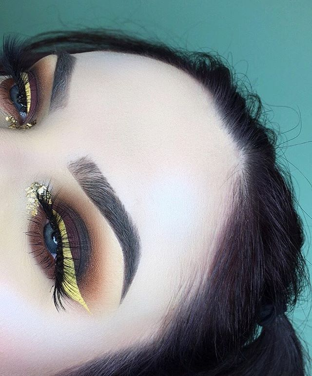 """✨💛✨💛✨💛✨ -------------------- Eyes- @meltcosmetics shadows: classic, rubbish, rust, blurr, dark matter, and enigma. Brushes: @sigmabeauty """"the perfect blend kit"""" brush set. Liner: @nyxcosmetics vivid brights liner in halo. Lashes: @themakeupshack eye popping lashes. Brows- @anastasiabeverlyhills dipbrow in soft brown. Face- @esteelauder double wear maximum cover foundation set with @katvondbeauty lock-it powder foundation; @anastasiabeverlyhills moonchild glow kit using star."""