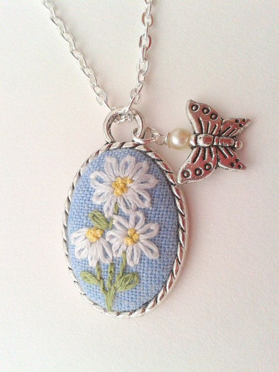 Margarita hand embroidered necklace with daisies by ConeBomBom