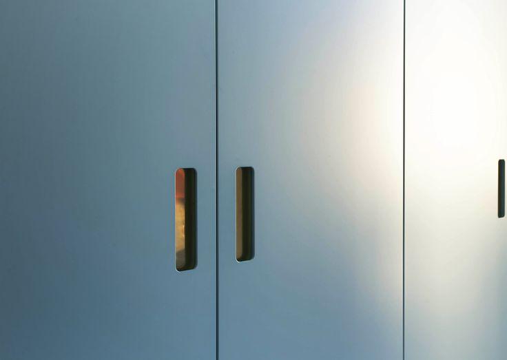 Blåa-garderobsdörrar.jpg 3 279×2 332 bildpunkter