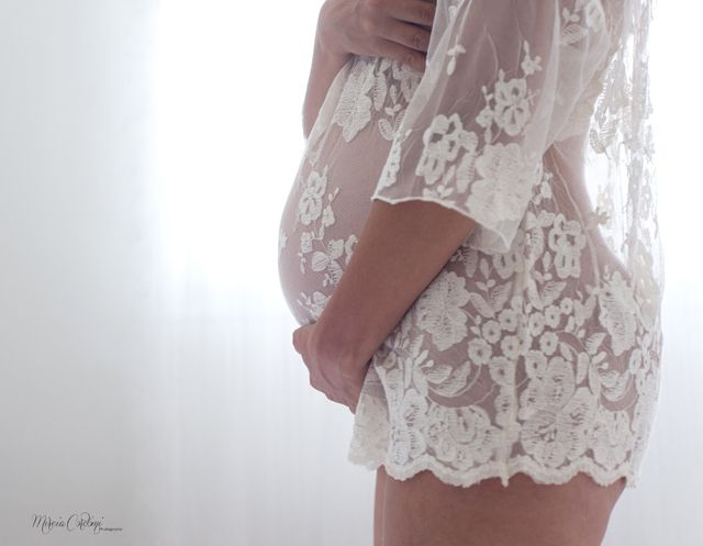 Mireia Cordomi Photographer-the expectant mother...not normally into maternity pics but I LOVE this