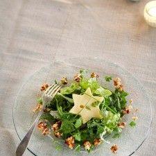 Voorgerecht of salade: Groene salade met kaassterren en honing-notencrunch