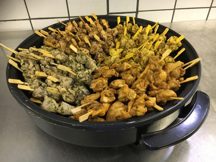 Spiezenpan handig op een verjaardag. www.catering-geurt.nl