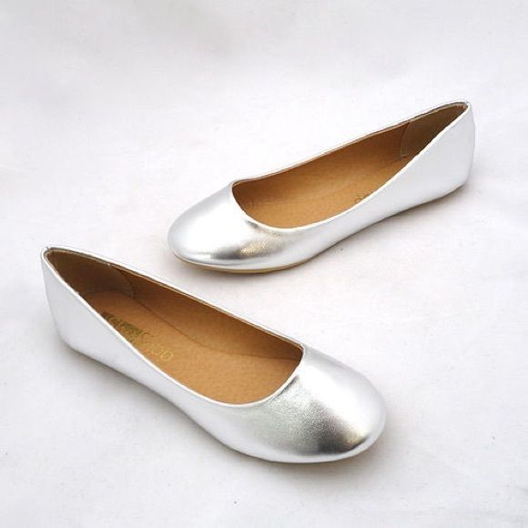 NWT Silver Flats by ShuShop Size 7 Medium Width Simplicity at its finest. This beautiful ballet flat is faux leather and slides on just right. Runs small, buy up to a size bigger for most comfort. ShuShop Shoes Flats & Loafers
