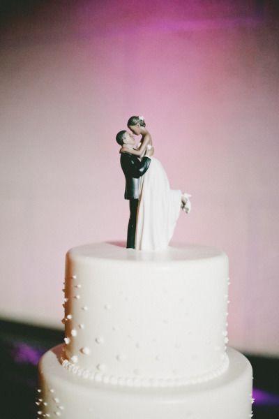 Noivos de biscuit: Um topo do bolo super romântico para você guardar para sempre. - Onelove Photography