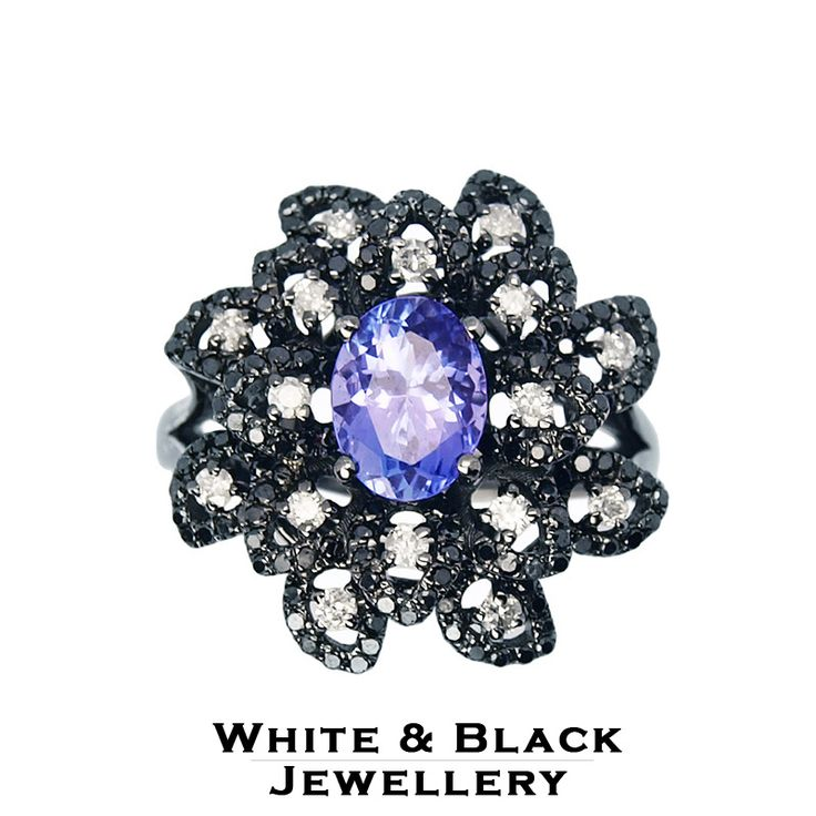 Különleges arany gyűrű tanzanit kővel és fekete, fehér gyémántokkal - Special gold ring set with an oval cut tanzanite and black and white diamonds in black rhodium coating