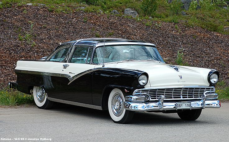 '56 Ford Fairlane. My uncle & I saw one of these (same colors) as we were going to his house. It is now quite high up on my list of cars I want.