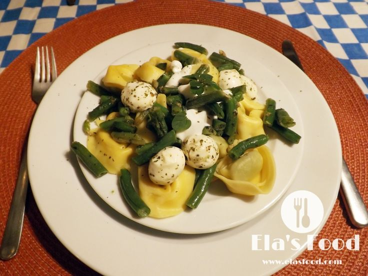 This is a super easy tortellini recipe with beans and mozzarella!