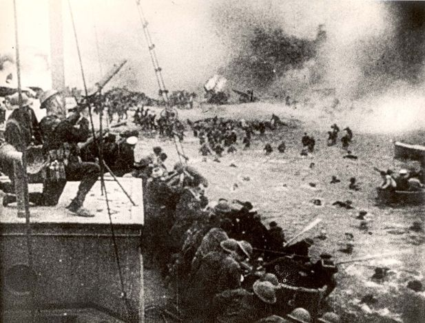 Evacuation of British troops from the beach. Dunkirk, May 1940.