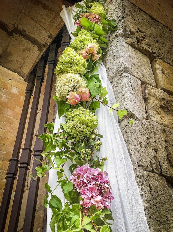 Espectacular la guirnalda de hortensias de mar de flores - Arreglos de flores para bodas ...
