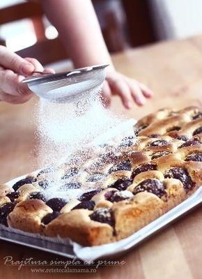 Prăjitură din pandișpan cu prune sau cu orice fel de fructe de vară Ieri m-am trezit că am mai multe prune decât idei ce să fac cu ele. Și după...
