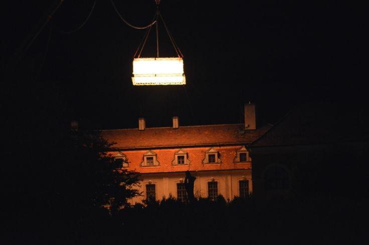 Birkás Krisztina Filmforgatás Iszkaszentgyörgyön Augusztusban filmforgatás volt pár éjszakán át az iszkaszentgyörgyi kastélyban. Több kép Krisztinától: http://picasaweb.com/birkask