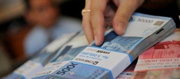 "Obligasi diterbitkan secara bertahap di setiap kuartal |PT Rifan Financindo Berjangka Cabang Jakarta STC Direktur Manajemen Risiko dan IT SMF Trisnadi Yulrisman mengatakan, perusahaan berencana menerbitkan obligasi secara bertahap di setiap kuartal atau per tiga bulan sehingga obligasi pertama akan diterbitkan pada kuartal I sekitar Rp500 miliar sampai Rp1 triliun. ""Penerbitan ini kami sesuaikan pula…"