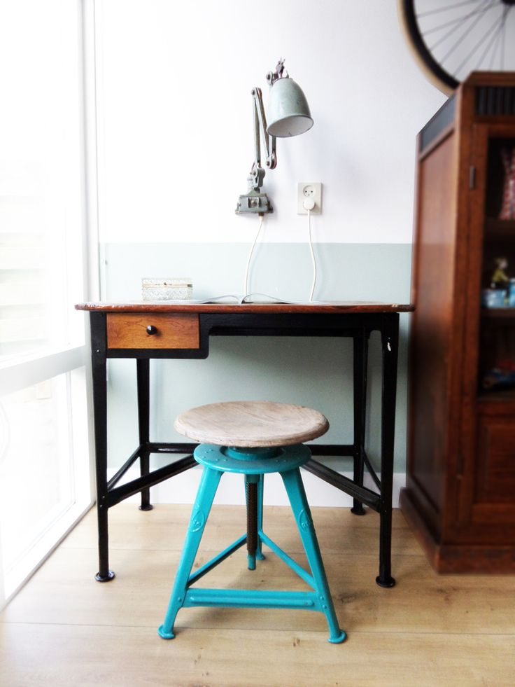 Rowac desk and rowac spinning stool by www.studiogespuis.nl #rowac #stool #desk