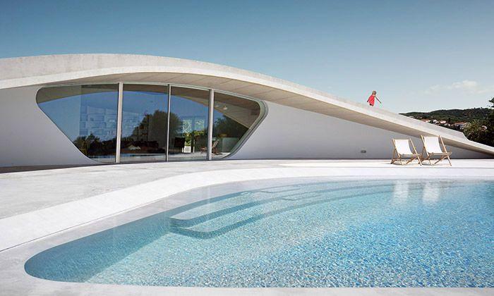 Villa Ypsilon je řecké letní sídlo se zelenou střechou