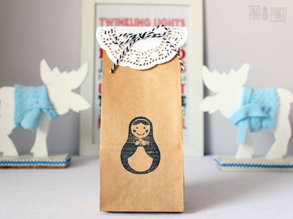 Christmas gift bag | Christmas favour bag | Wedding favour bag | Personalized kraft paper bag with doily paper and twine | Hand printed