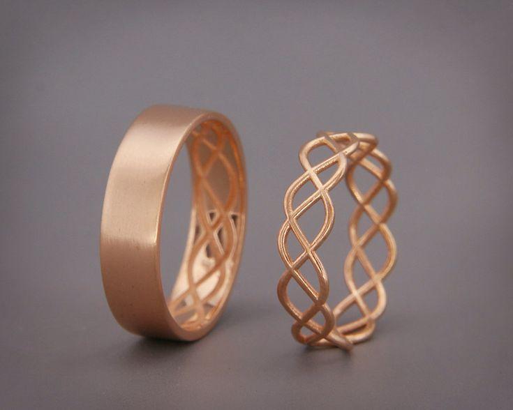 ✿ BESCHREIBUNG  Handmade massiv 14k rose gold Ringe Set.  Trauring ist das ein Schmuckstück tragen Sie am meisten. Daher sollte das Design zusammen mit allem gehen, tragen Sie, aus einem Cocktail-Kleid zu Ihrem Outfit lässig.  Diese Trauringe Bühnenbild symbolisiert die Verbindung zwischen ein Mann und eine Frau und wie sie miteinander abschließen. Die Frau Ring besteht aus feinen Golddraht mit einer Polier- Finish und der Mann Ring besteht aus einem flachen gold Blatt mit Mattes Finish…