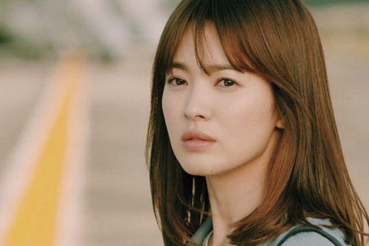 Kang Mo‑yeon. Descendants of the Sun (2016). Song Hye-kyo (22/11/1981).