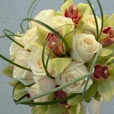 brudbuketter orkideer och rosor