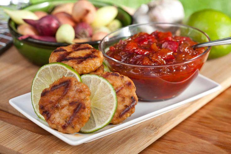 Kotleciki mielone z grilla z chutneyem pomidorowo-paprykowym