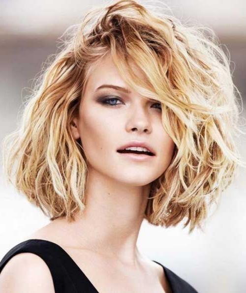 20 kurze Haarschnitte für dickes welliges Haar