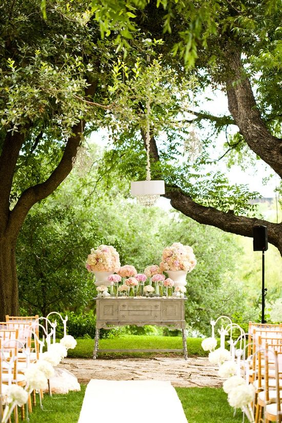 romantic outdoor ceremony set-up   Jake Holt - wish-upon-a-wedding #decoracion #bodas