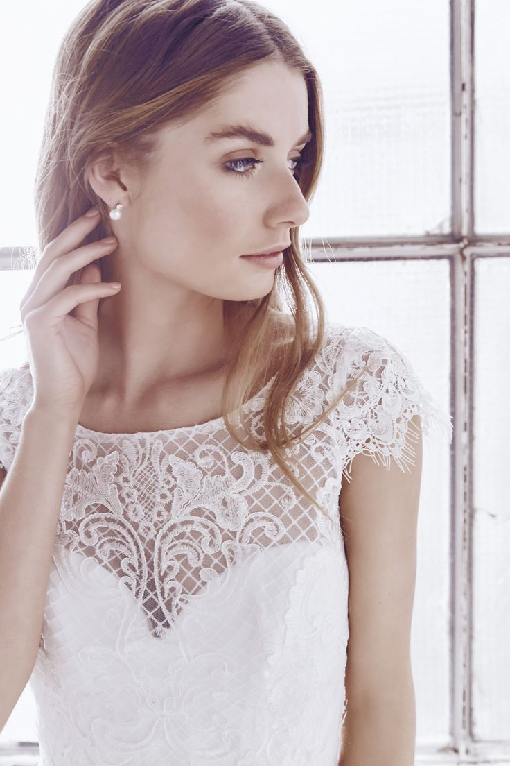 Anna Campbell bridal Ceremony Collection. Georgia Silk Tulle dress in ivory. Delicate lace and perfect for the bride looking for a little vintage flare. Made in Australia.