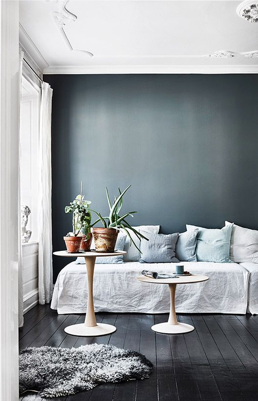 Teal blue wall with ornate white ceilings | white linen curtains | white linen daybed with light blue throw pillows via sfgirlbybay | Get the look with a Bemz daybed cover in linen