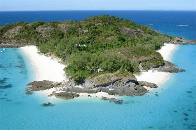 Sullisola-resort di Constance Tsarabanjina, a nord del Madagascar, tutto è pronto: da agosto a novembre, si apre la stagione del whale watching. Nel frattempo, si nuota fra tartarughe, squali e delfini