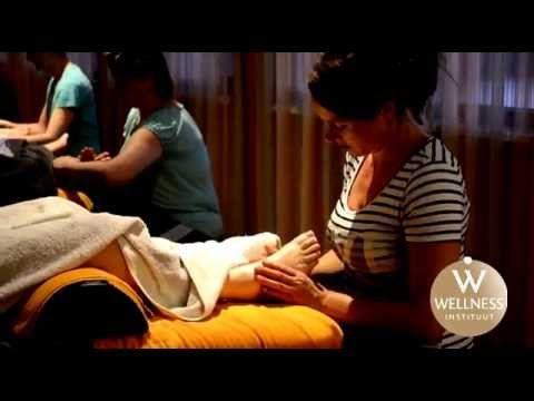 Volg een professionele massage opleiding bij het WellnessInstituut. Sportmassage, wellnessmassage en vele andere cursussen zoals saunameester. Kijk snel op www.wellnessinstituut.nl