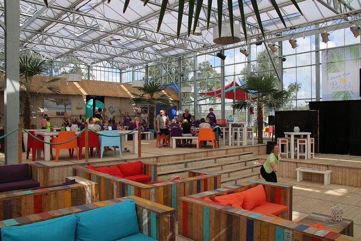 Gezellige horeca in ons indoor strand met veel ruimte voor shows, karaoke en beachparty's - Happy Fun Beach - indoor stand - Stoetenslagh