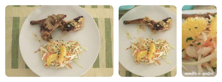 Recept voor gegrild gemarineerd konijn met frisse koolsalade. Een originele manier om konijn klaar te maken, met een heerlijke frisse toets van citroen.