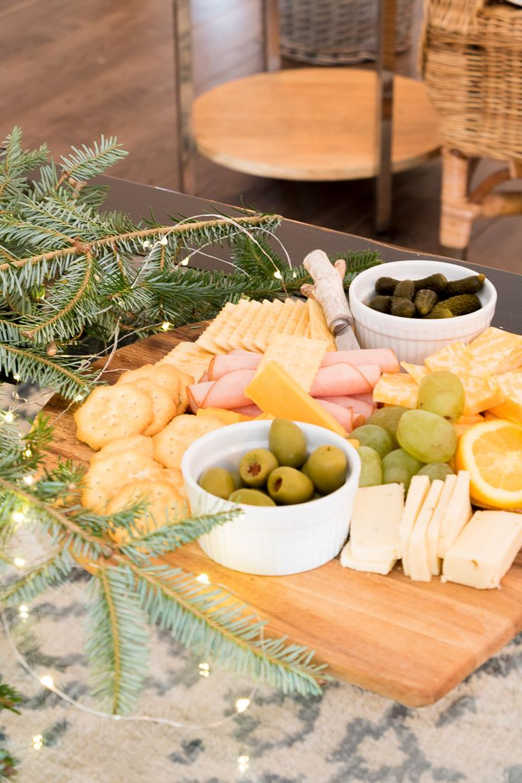 5 Essentials for effortless holiday entertaining