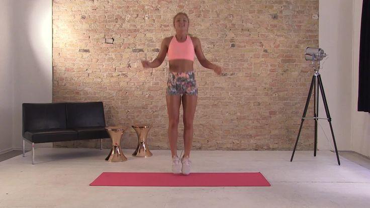 SAT.1 - Die vierte Trainingseinheit mit Sophia Thiel