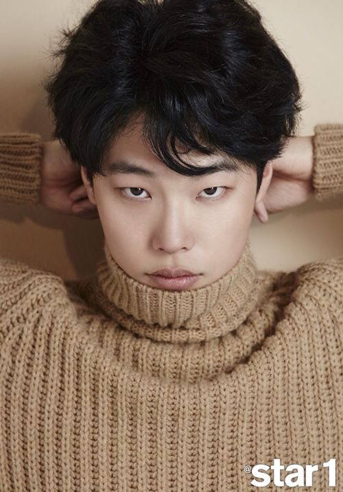 Ryu Jun Yeol - He's Soo cute but he's 29... Uuuuuuuuugggggghhhhhh I'm too young