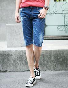 Today's Hot Pick :ダメージスリムデニムハーフパンツ http://fashionstylep.com/SFSELFAA0011560/top3666jp1/out 適度なすっきり感と丈感がオシャレカジュアルなパンツです。 今年風なハーフ丈の、活動性の高いデザインです。 シンプルに見えますが、部分ダメージとしわ加工が映えるやんちゃスタイル。 自己流なカジュアルミックスやスポーティ風なスタイリングにおすすめです!