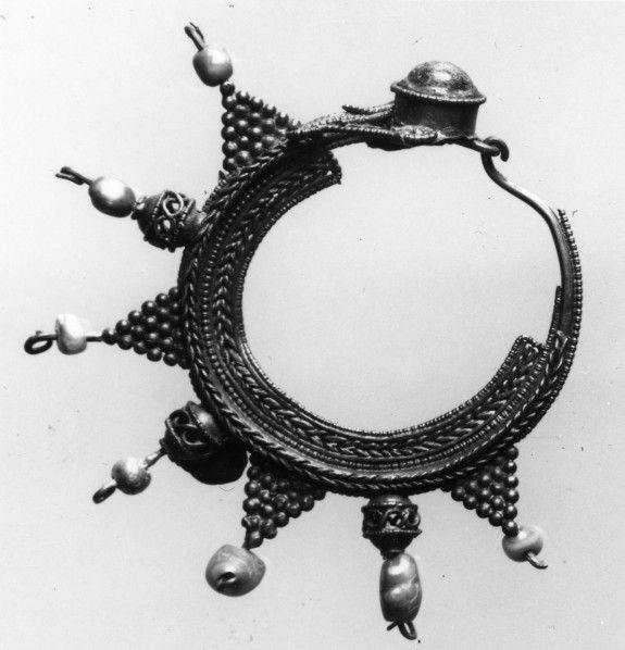 Boucle d'oreille 10ème siècle