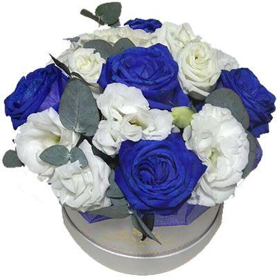 5 синих роз, 3 эустом, 0,1 пучка эвкалипта в коробке 15*10 см