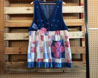 Upcycled patriottico Denim vestito di maglia, del 4 luglio vestirsi, squallido Boho Chic giacca, bandiera americana Appliqué Wearable Art